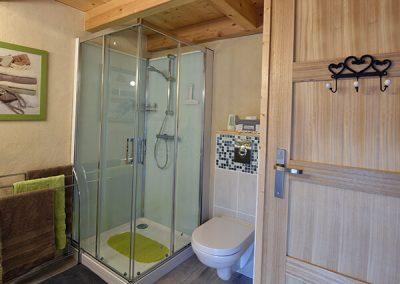 Douche et toilettes du gite